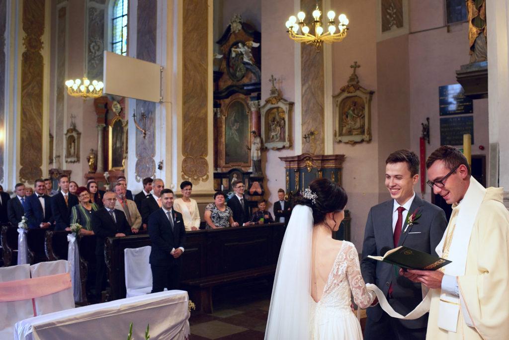 zdjęcia ślubne z kościoła Gdańsk