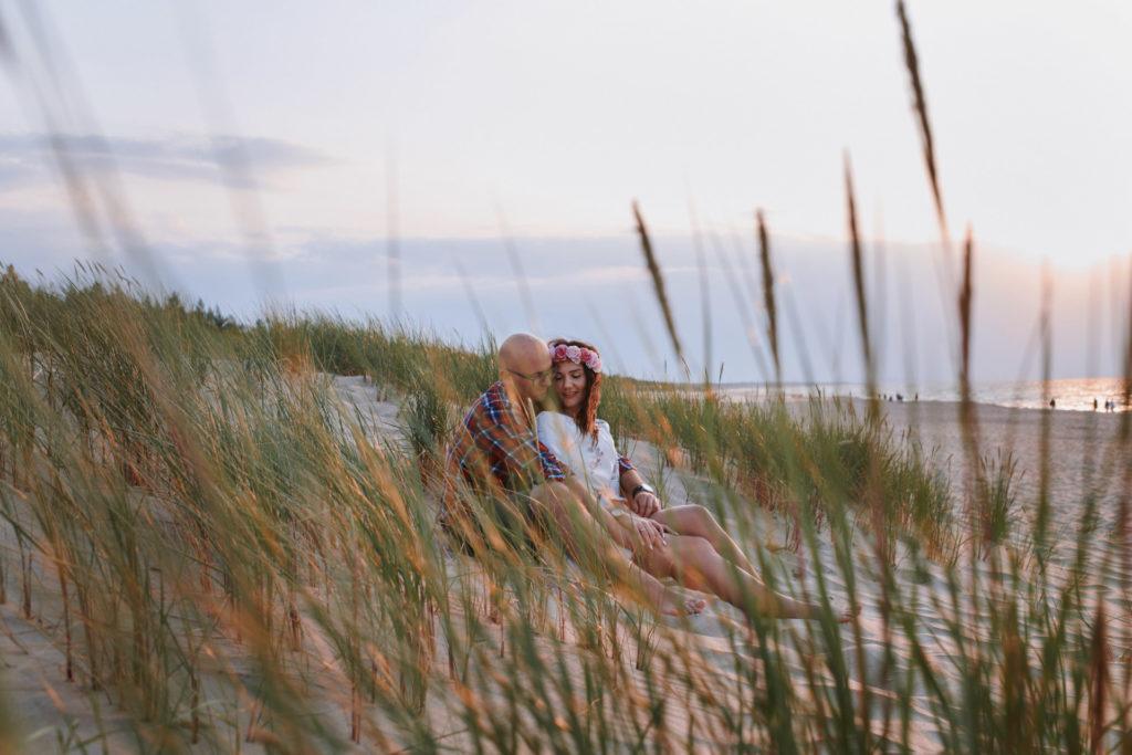 zdjęcia zakochanych nad morzem