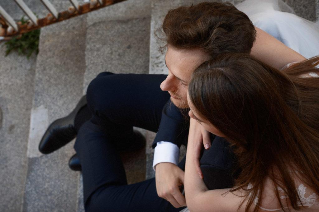 zdjęcia ślubne na schodach