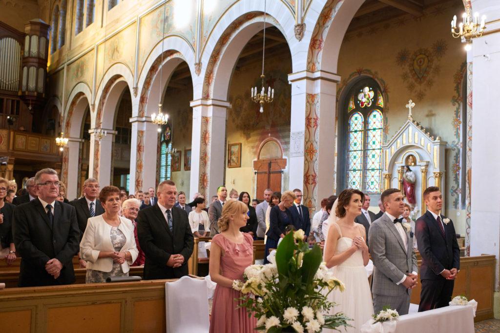 zdjęcia ślubne z kościoła Kwidzyn